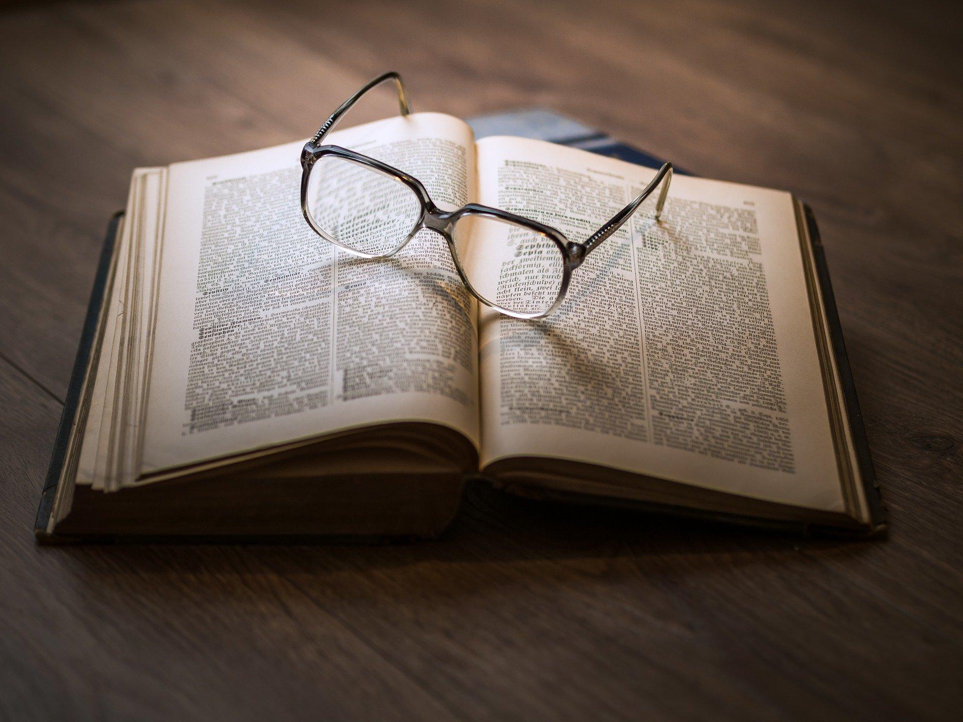 Quel est le fonctionnement des lentilles de contact comparé à des lunettes
